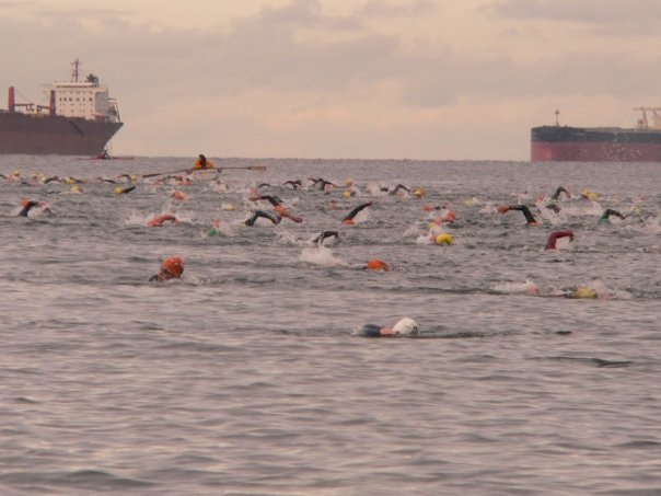 Guillaume swimming in a triathlon race
