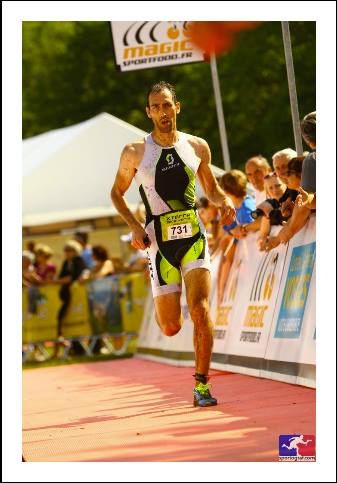 Image of Guillaume running in a triathlon race